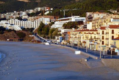 Sesimbra beach and village